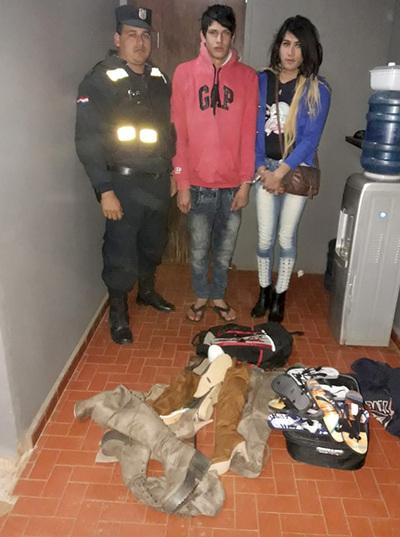 Un travestido y un joven detenidos tras desvalijar tienda de calzados
