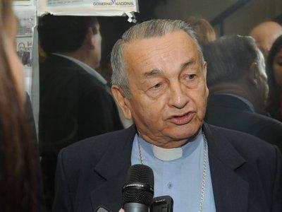 Monseñor Medina se une a protestas contra parlamentarios