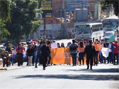 Estudiantes marchan contra la corrupción en Ciudad del Este