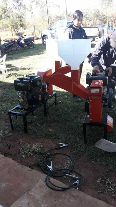 Fortalecen producción con entrega de maquinarias en Concepción