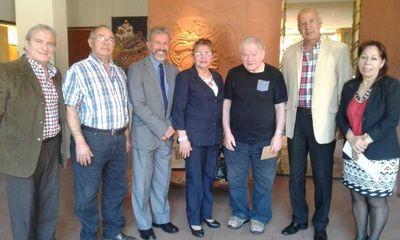 Padre Aldo Trento recibió la visita de los Jubilados Bancarios