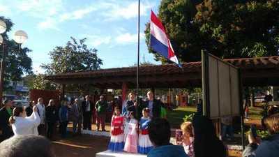 Vuelven a izar la bandera después de 28 años en el Hospital Regional