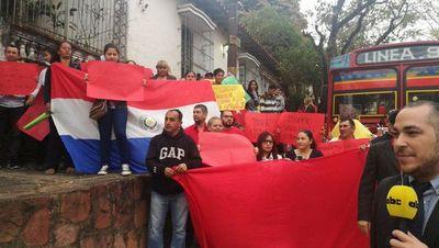 """""""Te vamos a hacer renunciar como sea González Daher"""", dicen manifestantes"""