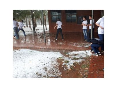 Fuerte granizada cayó en Loma Plata