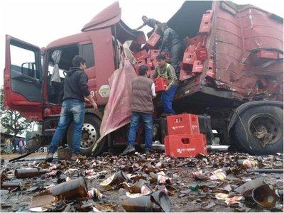 Camión con cerveza protagonizó accidente en Ypané