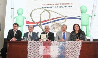Lanzan primera gramática oficial de la lengua guaraní
