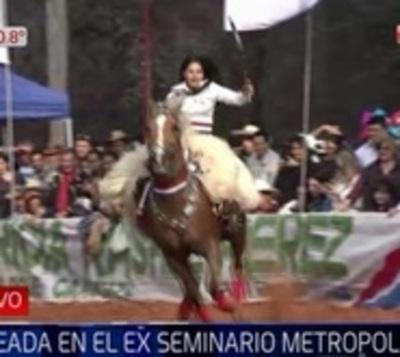 Jinetes celebran la Fundación de Asunción