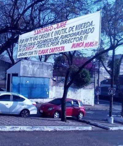 Funcionarios de la DNCP repudiaron a Santiago Jure