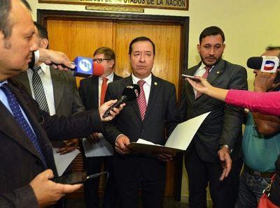 Cuevas contrata a esposo de asistente fiscal y secretario del juez de su causa