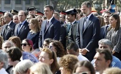A un año del atentado en Barcelona: la Rambla se cubrió de flores