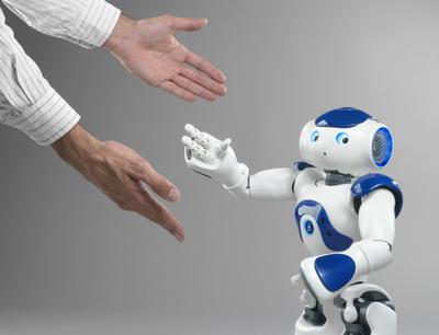 Humanos vulnerables emotivamente ante robots