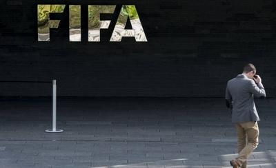 HOY /  FIFA multa al Atlético de Madrid por injerencia de terceros en traspasos