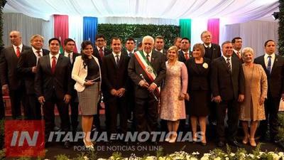 ASUMIÓ EL GOBERNADOR E INTENDENTES LO SALUDAN