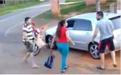 Un papá defendió a su hija de su ex acosador y fue viral