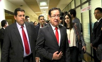 """HOY / Cuevas, el zapatero convertido en político millonario, se defiende: """"Fui de los mejores"""""""