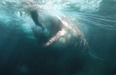 Statham contra un monstruo marino