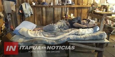 VIVE SOLO, ABANDONADO Y REQUIERE DE FORMA URGENTE UNA ATENCIÓN MÉDICA.