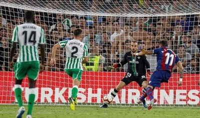 El Levante golea 3-0 al Real Betis del Tonny Sanabria