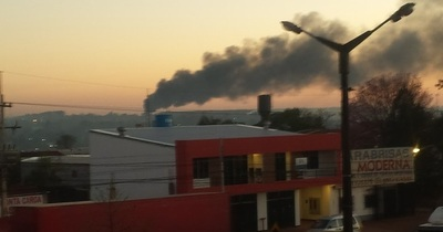 Quema de neumáticos diseminó humo tóxico en gran parte de la ciudad
