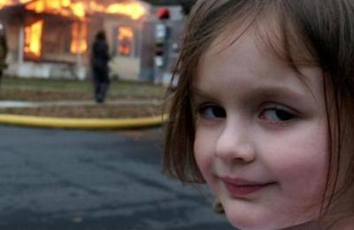 La 'Niña Desastre' cumplió 18 años y emuló con una divertida foto el meme que la hizo famosa