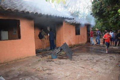 Abuela y nieto resultan heridos tras incendio de vivienda