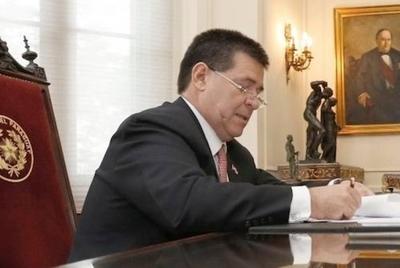 HOY / Colegio de Abogados pide a HC vetar 'ley de autoblindaje'