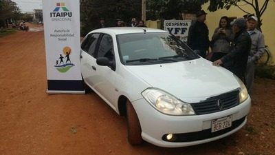 Donan automóvil a la Asociación de Adultos Mayores