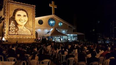"""El retablo de la beata """"Chiquitunga"""" atrae incluso a devotos de otros países"""