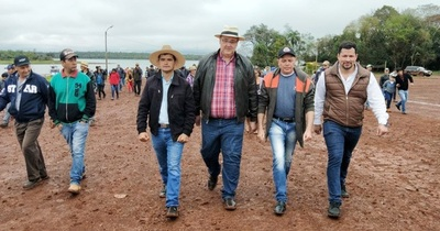 Gobernador destraba manifestación con promesa de asfalto y asistencia