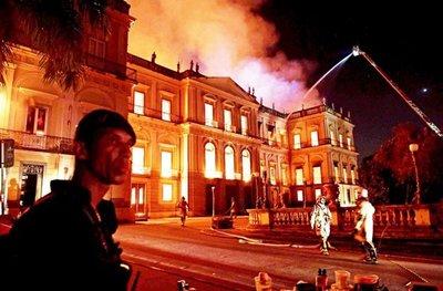 Incendio devora el Museo Nacional de Río, una joya cultural del Brasil