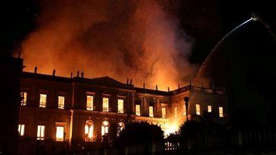 Incendio devora el Museo Nacional de Río