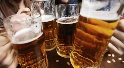 """HOY / Negocio del alcohol """"mau"""": de cada 10 botellas, una ingresó ilegal o fue recargada"""
