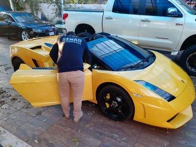 Incautan lujosos vehículos de narco