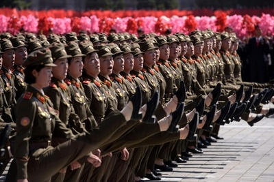 Corea del Norte celebra desfile militar sin misiles nucleares