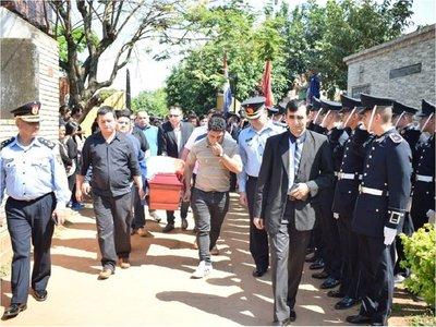 Despiden restos de policía y su familia asesinados