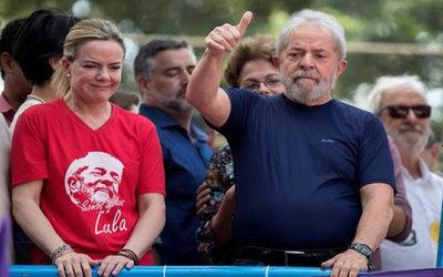 Tribunal Electoral da un ultimátum al PT para que suspenda propagandas de Lula como candidato