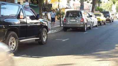 Propondrán que estacionamiento no sea tarifado, pero si controlado