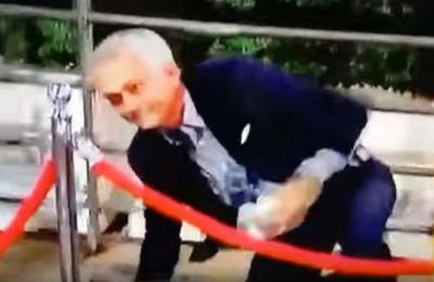 La vergonzosa caída de José Mourinho que es furor en las redes sociales