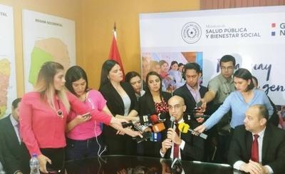 """HOY / Ministro de Salud acusa a gestión anterior y titular saliente asegura que es """"puro marketing"""""""