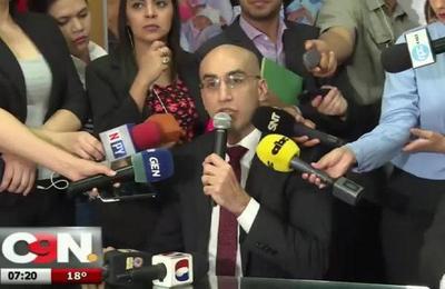 Ministro de Salud se refiere al estado de su cartera