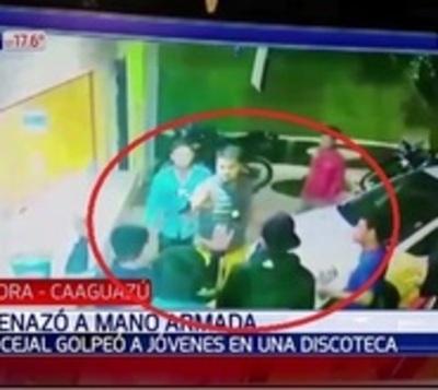 Exconcejal y tres personas más provocaron disturbios en una discoteca