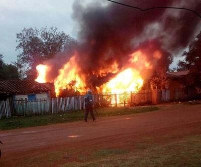Incendio deja en la calle a una humilde trabajadora