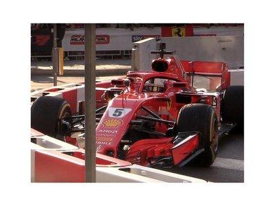 Vettel golpea las barreras en una exhibición de F1 en Milán