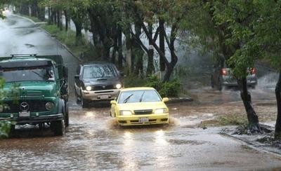 HOY / Anuncian lluvias y tormentas para varios puntos del país