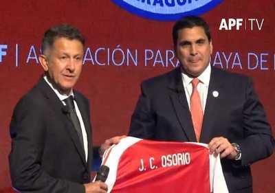 Fue presentado oficialmente Juan Carlos Osorio como nuevo técnico de Paraguay