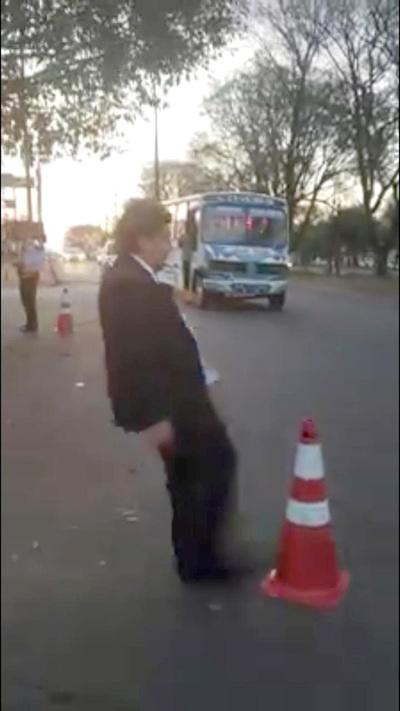 Otro show mediático de Kelembu en detrimento del orden vehicular