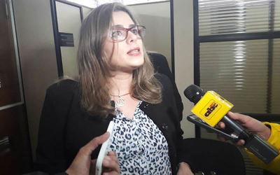 Denuncian por supuesto tráfico de influencia a diputada Kattya González