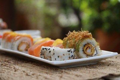 Ingredientes locales dan toque de sabor al sushi