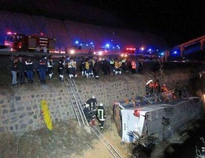 Al menos ocho muertos deja accidente de bus en Turquía