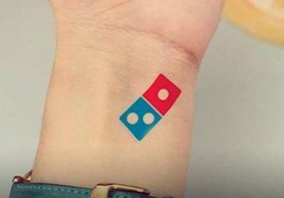 Tatuajes a cambio de  pizzas gratis, siempre